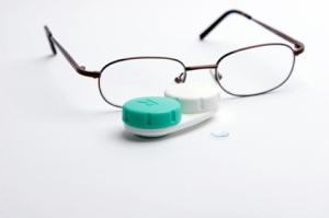 Contact_Lenses_vs_Eyeglasses_Eye_Doctor_Stamford_CT